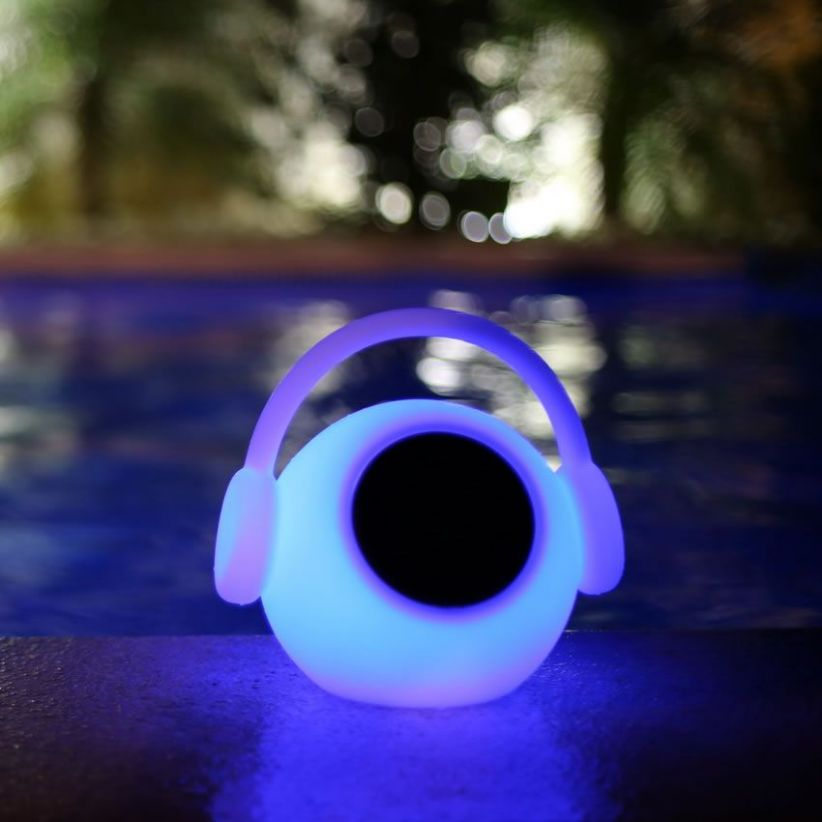 Lampe LED connectée avec haut parleur
