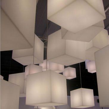 Cube lumineux Kubb en suspension