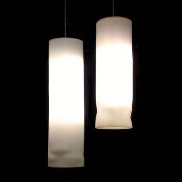 Colonne lumineuse Florynt plissée en suspension