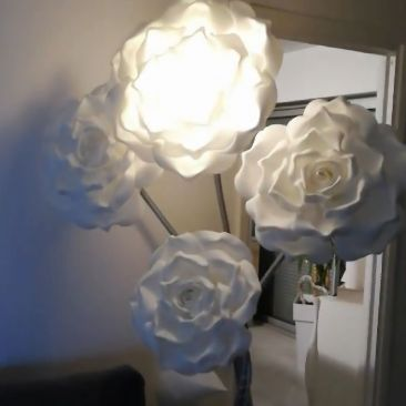 Lampadaire bouquet de fleurs lumineuses