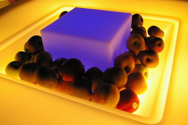 Cube lumineux dans les pommes