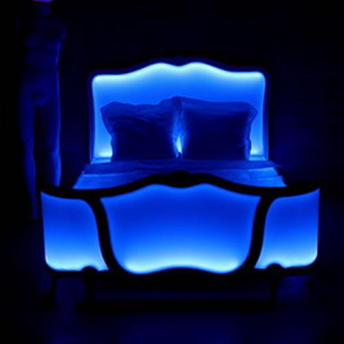 Lit lumineux en bleu