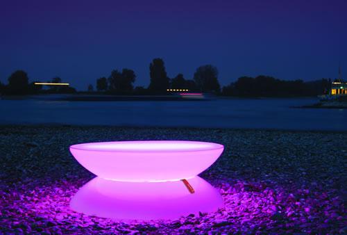 La table basse en violet