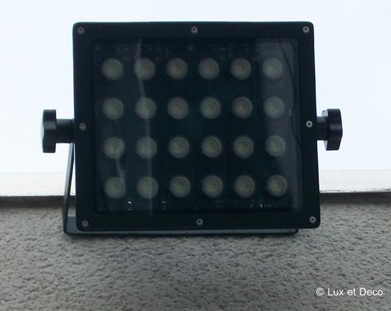 Projecteur LED extérieur pour la sécurité et les économies