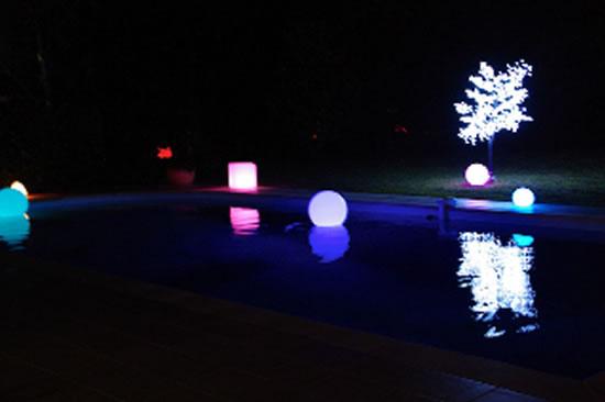 Décoration lumineuse pour piscine