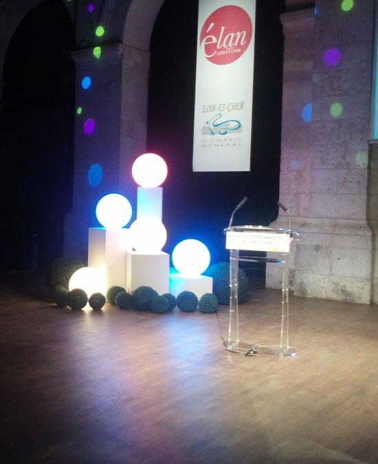 Les sphères lumineuses sur la scène