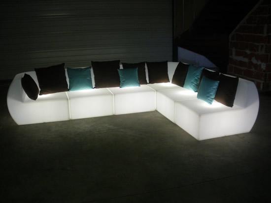 Mobilier lumineux : le canapé