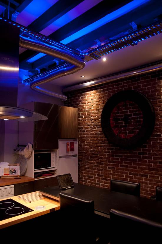 best cuisine claire avec des led with ruban led cuisine. Black Bedroom Furniture Sets. Home Design Ideas