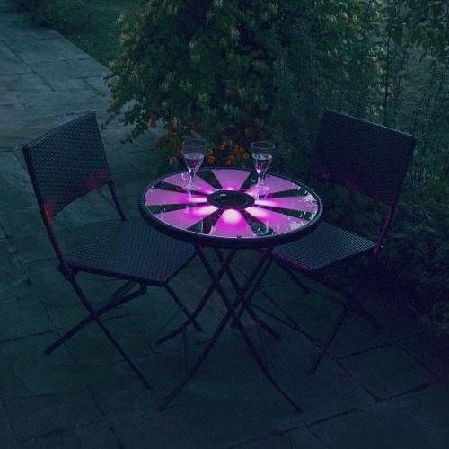 Eclairage de la table bistrot en violet