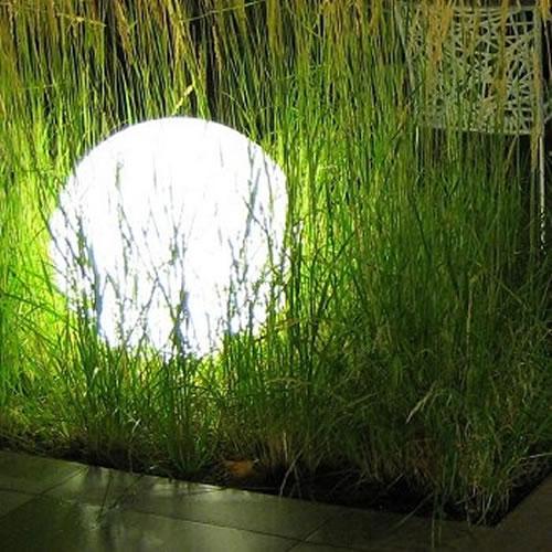 Perles boules et sph res lumineuses led blog - Boule lumineuse jardin ...