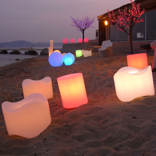 Mobilier LED, les poufs lumineux