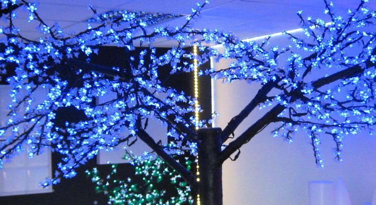 Cerisier lumineux LED en hiver