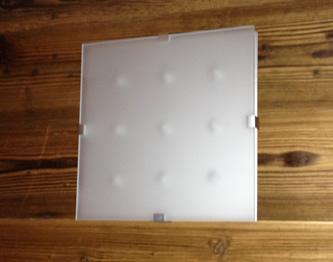 Un plafonnier LED Xeta éteint