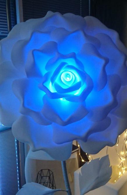 Rose lumineuse géante lumière bleue