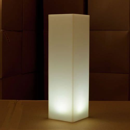 petite colonne led carree tiki colonnes lumineuses sans fil. Black Bedroom Furniture Sets. Home Design Ideas
