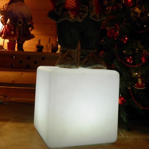 In out lampe led sans fil pouf d coration led pour jardin for Lampe exterieure sans fil