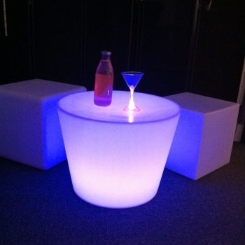 Table basse lumineuse led yoan table lumineuse design for Table exterieur lumineuse