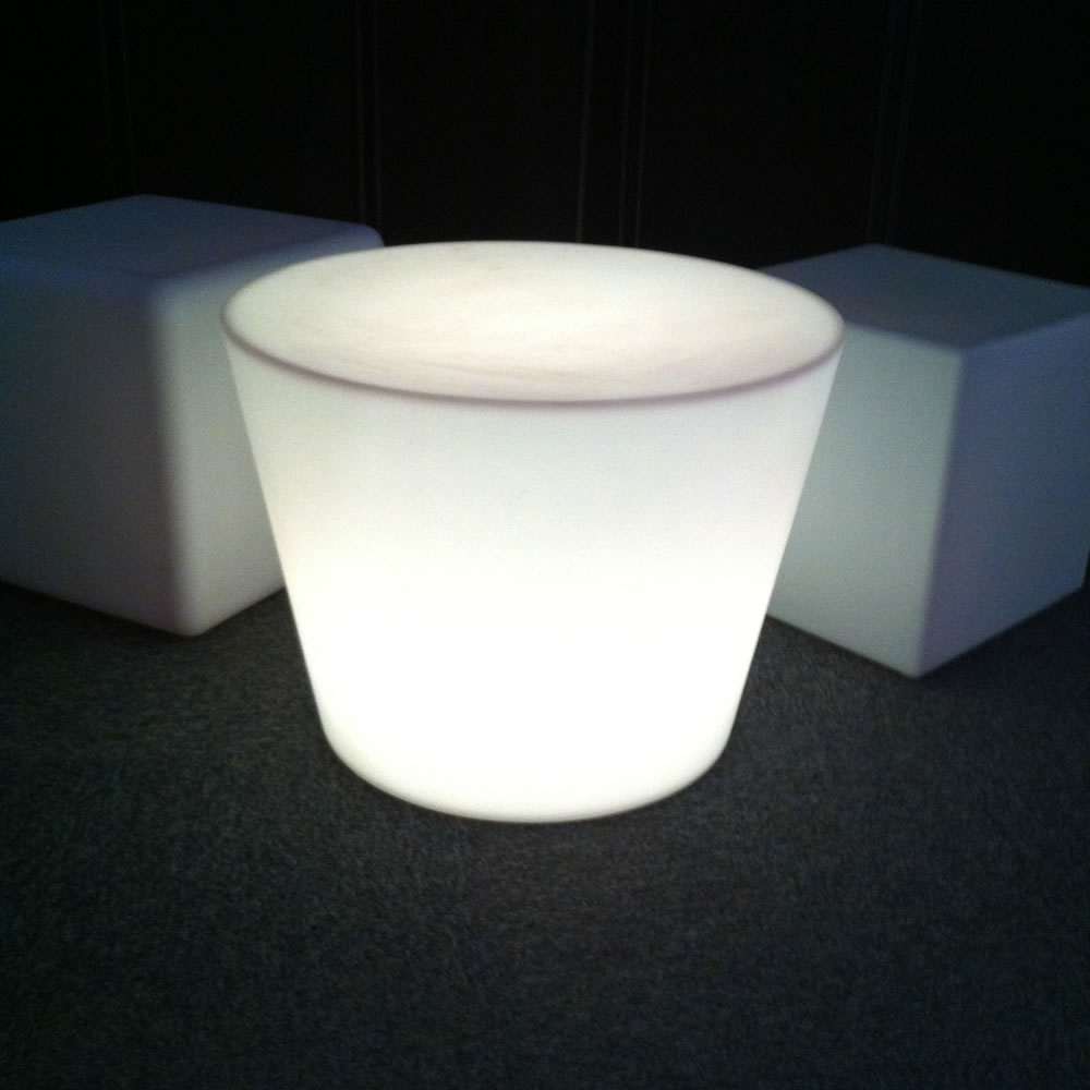 table basse lumineuse led yoan table lumineuse design. Black Bedroom Furniture Sets. Home Design Ideas
