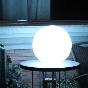 Boule lumineuse led patio 25 cm boules lumineuses sans fil for Sphere led exterieur